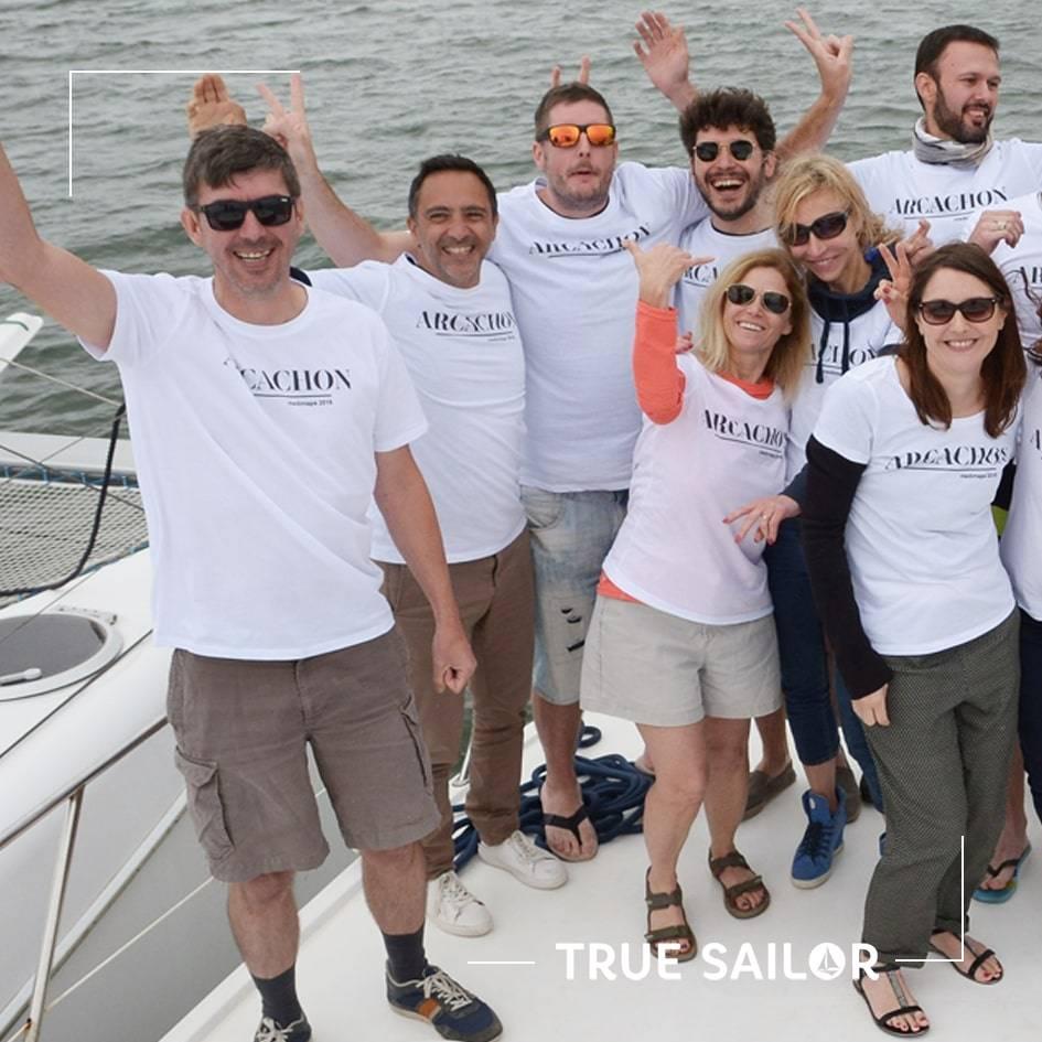 Team building d'équipe avec t-shirt catamaran