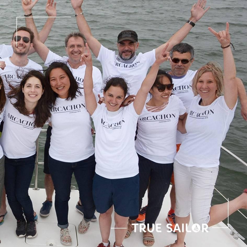 Séminaire d'équipe avec t-shirt catamaran