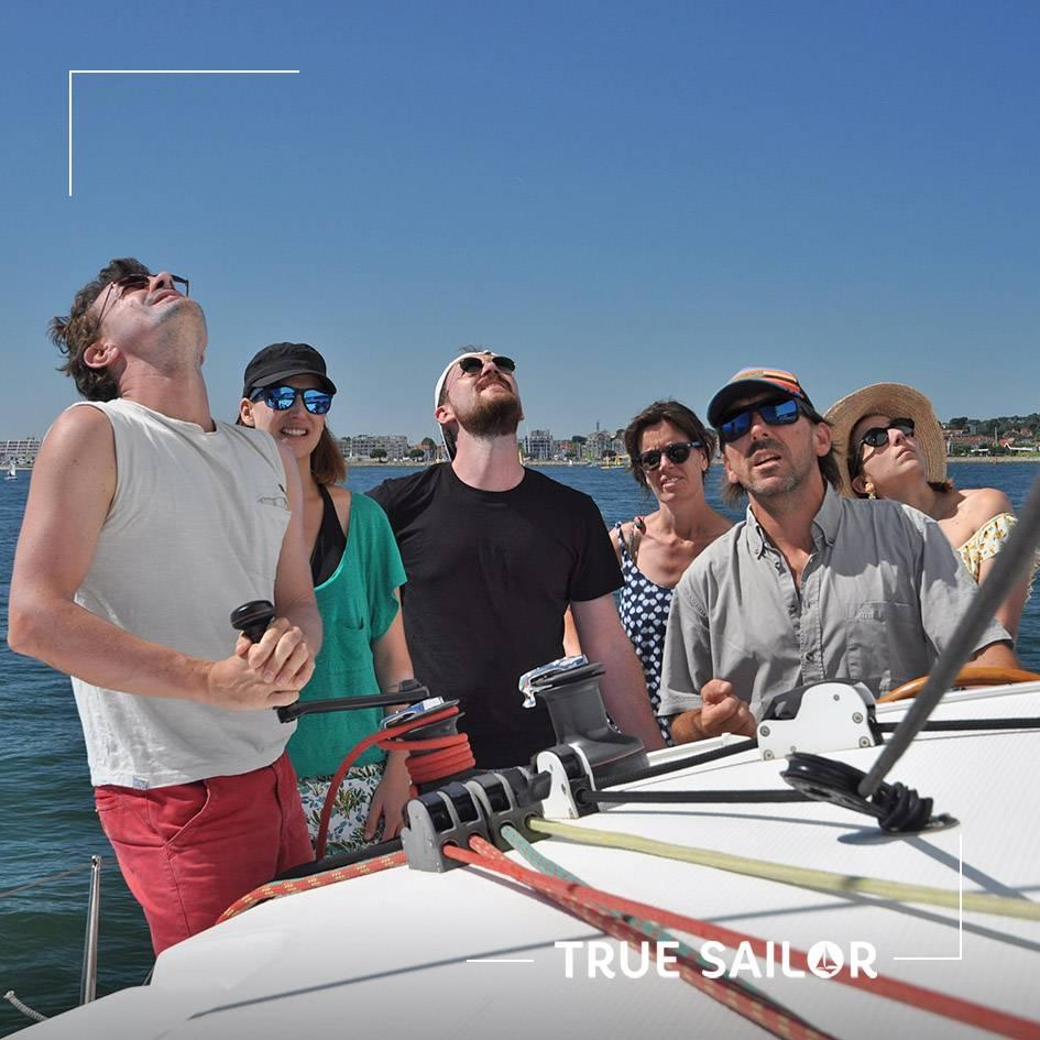 Apprendre la voile sur un voilier avec True Sailor