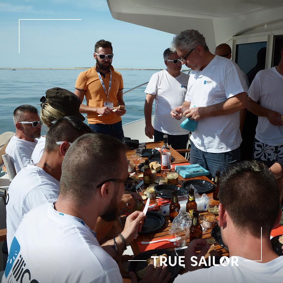 Déjeuner catamaran séminaire d'équipe