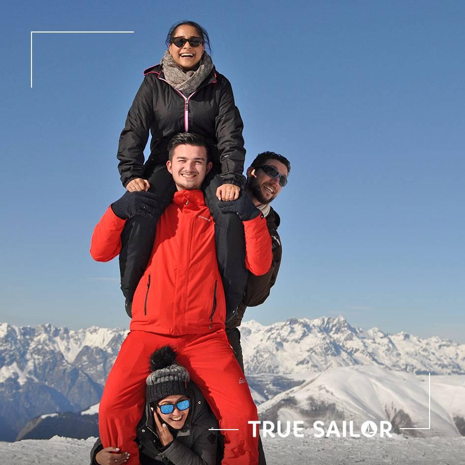 Photo d'équipe originale séminaire à la montagne