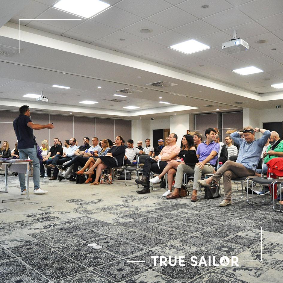 Conférence et plénière lors d'un séminaire d'équipe